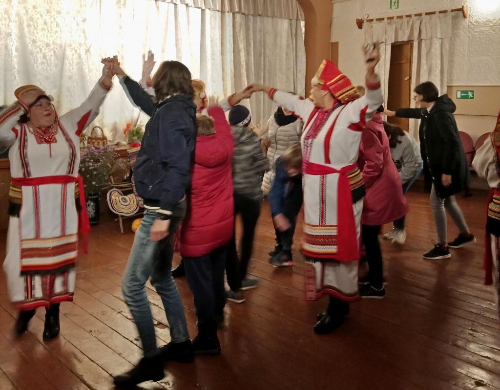 Карамалы танцы.jpg